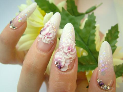ホットペッパー3月号掲載ネイル 2色の白のラメスカに3Dのバラで上品かつゴージャスに!