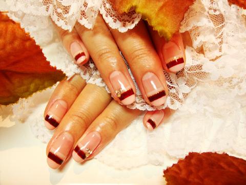 チョコレート色で秋らしいボーダーネイル☆