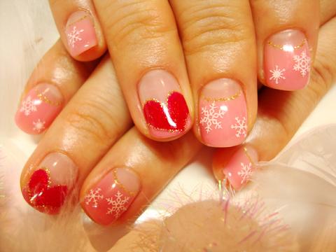 可愛らしいピンクに大きなハートでバレンタインにもぴったりなネイル♪