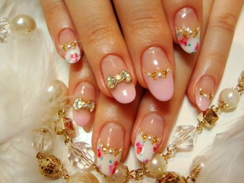 ピンクと白のフレンチにお花が咲いて♪