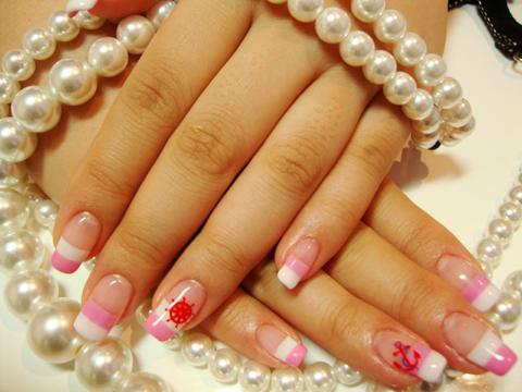ピンクで可愛らしいマリンネイルは今の時期にぴったり☆