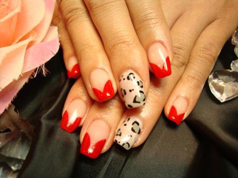 赤の変形フレンチとレオパード柄で女性らしい大人の指先☆