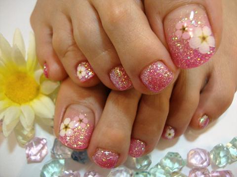 ピンクにお花が可愛い女子ネイル♪