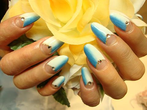 綺麗なブルーのグラデーションがホワイトにとてもキレイ☆