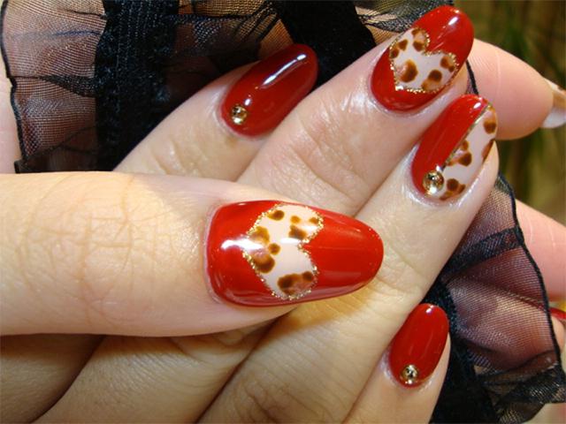 赤×レオパード柄でセンシュアルに。くりぬきハートで可愛さUP!