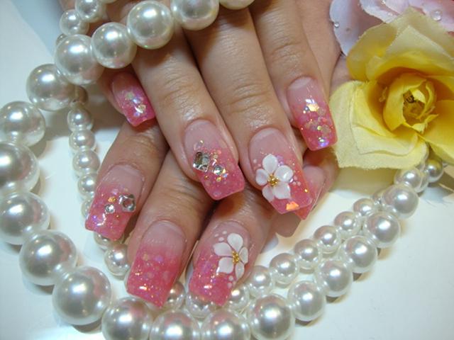 淡いピンクのラメスカに花アート♪今しかできない春ネイル☆