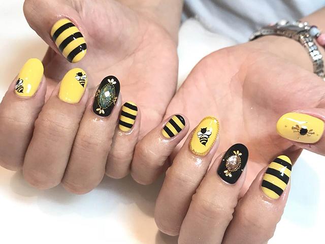 3匹の蜂がテーマの観劇に合わせたイベントネイル☆