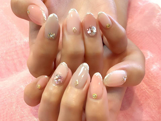 柔らかなベージュとピンクで指先から春を呼び込んで♪