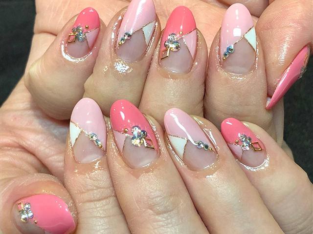 春らしいピンクカラーをシボレー型で甘すぎない華やかさをキープ。