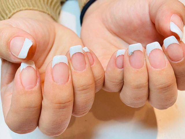 王道白フレンチ☆お爪の形をスクエアにすることで、よりノーブルに♪