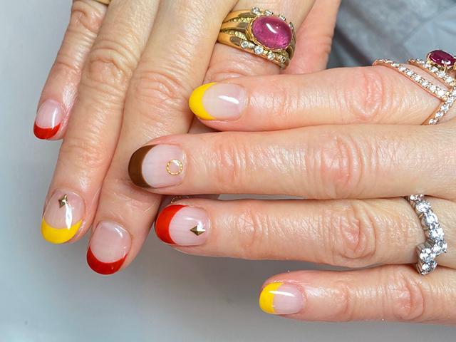 赤、黄、茶のフレンチがカラフルで可愛いです♪ デザインはシンプルでも、色で遊べます❤️