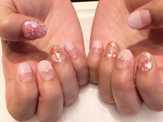 ぱっつんフレンチに、キラキラシェルが可愛いです☆落ち着いたピンクで9月らしく♪